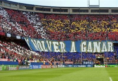 Il Vicente Calderon nei minuti precedenti Atletico Madrid-Barcellona (Infophoto)