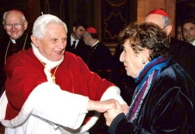Carmen Hernandez incontra Papa Benedetto XVI (Foto da Twitter)