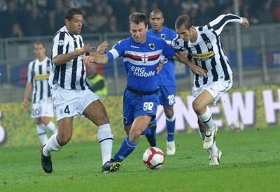 Antonio Cassano, 33 anni, ai tempi della Sampdoria (Infophoto)