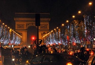 Sugli Champs Elysées si conclude il Tour de France 2014 (Infophoto)
