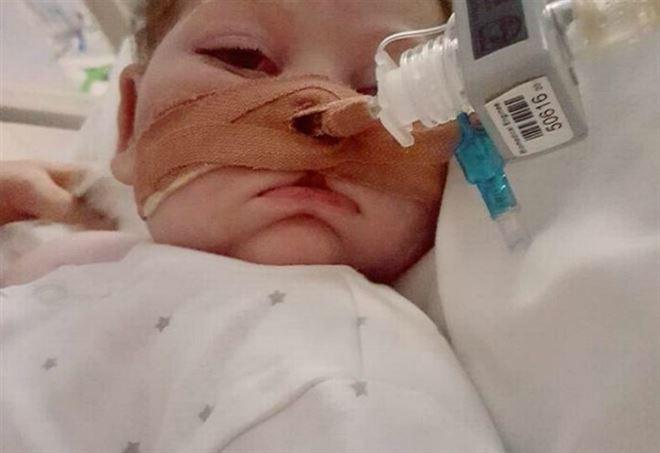 Bioetica: Strasburgo prende tempo, medici tengano in vita il piccolo Charlie