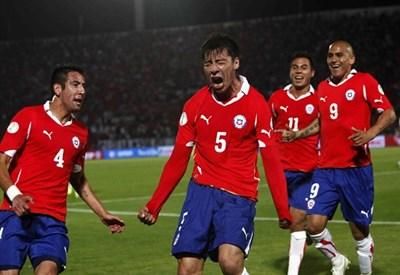Il Cile esulta dopo un gol (Infophoto)