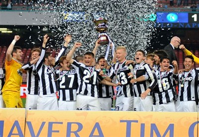 La Juventus Primavera festeggia la Coppa Italia (Infophoto)