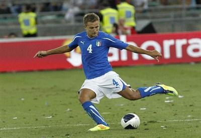 Domenico Criscito con la maglia della Nazionale (Infophoto)
