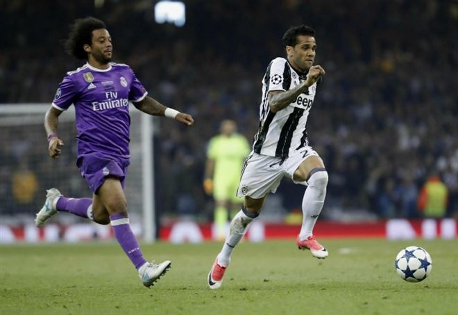 Dani Alves vicino all'addio alla Juventus (Foto LaPresse)