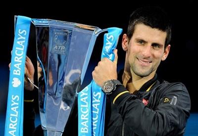 Novak Djokovic con il trofeo del Masters 2014 (Infophoto)