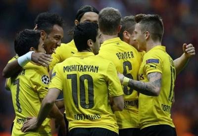 Il Borussia Dortmund festeggia un gol
