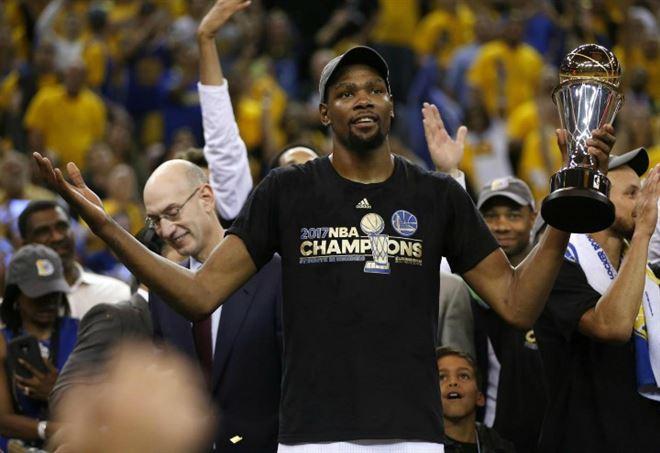 Kevin Durant/ MVP delle NBA Finals 2017 e primo titolo in carriera