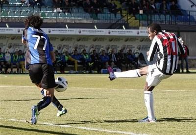 L'attaccante del Siena Emeghara (Infophoto)