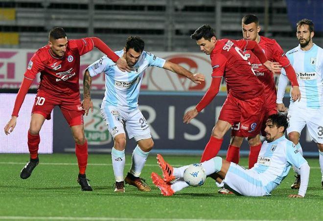 Novara ed Entella si sfidano per evitare la retrocessione in Serie C (Foto LaPresse)