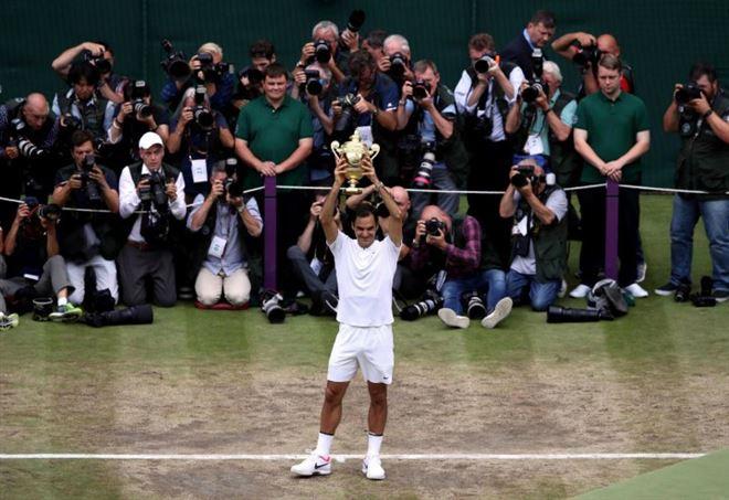 Roger Federer ha vinto l'ottavo Wimbledon per l'ottava volta (LaPresse)