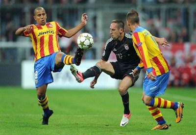 Sofiane Feghouli e Joao Pereira contro il Bayern Monaco nel primo turno di Champions League (Infophoto)