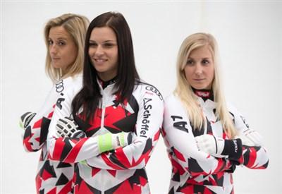 Anna Fenninger (26 anni) qui con Mikaela Kirchgasser e Eva-Maria Brem (Infophoto)