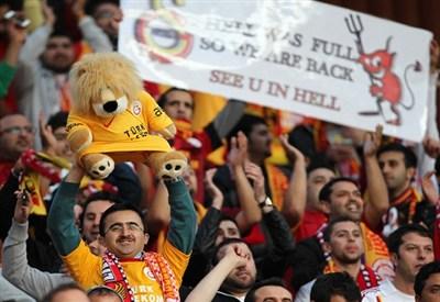 Tifosi del Galatasaray alla Turk Telekom Arena (Infophoto)