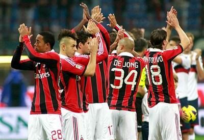 Il Milan festeggia la vittoria dell'andata: 1-0 con gol di El Shaarawy (Infophoto)