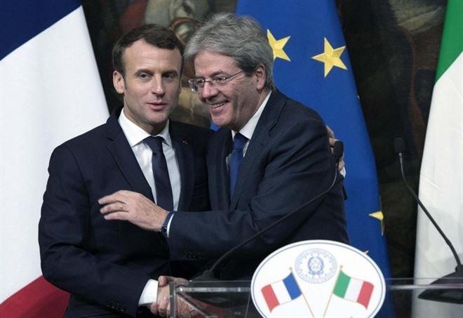 Emmanuel Macron e Paolo Gentiloni (Lapresse)