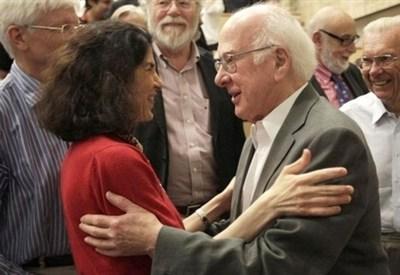Fabiola Gianotti e Peter Higgs