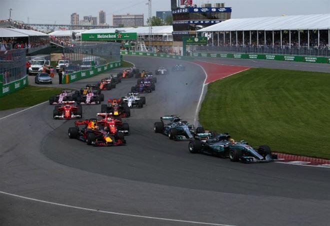 Hamilton in pole davanti alle Ferrari