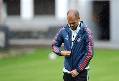 Pep Guardiola in allenamento: il Bayern inizia la difesa del trofeo (Infophoto)