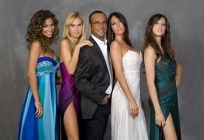 Carlo Conti e le show girls de I migliori anni