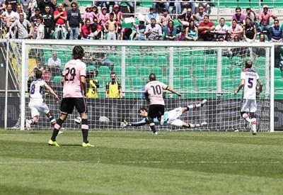 Josip Ilicic segna il gol dell'illusione per il Palermo, poi ripreso (Infophoto)
