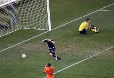 Andrés Iniesta ha appena segnato il gol che decide la finale dei Mondiali 2010