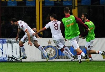 Torosidis esulta per il suo gol (Infophoto)