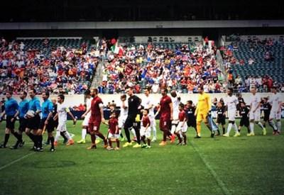 L'ingresso in campo delle due squadre a Philadelphia