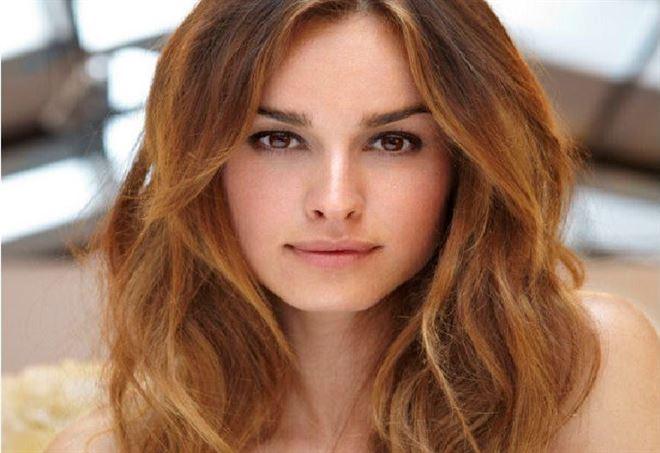 Taglio nuovo di capelli di samanta togni