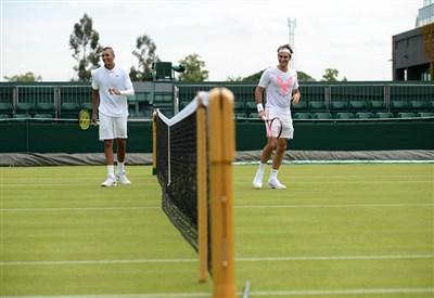 Nick Kyrgios (20 anni) si allena con Roger Federer (34): passaggio di consegne in atto? (da facebook.com/wimbledon)