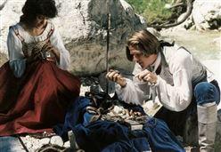 LA PARTITA/ La vita e la morte nel film in costume di Vanzina