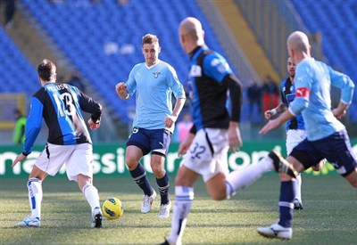 Una fase di Lazio-Atalanta dello scorso campionato (Infophoto)