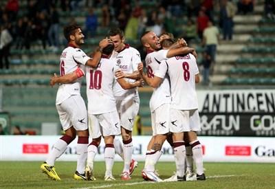 Esultanza dei giocatori del Livorno (Infophoto)