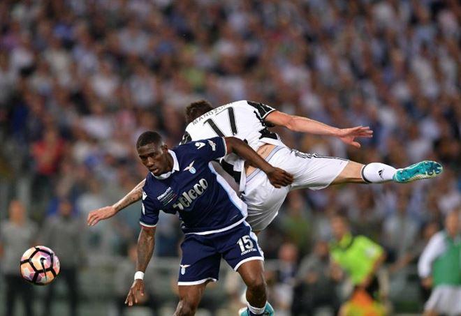Mandzukic e Bastos durante Juventus-Lazio - LaPresse