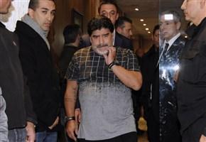 DIEGO MARADONA / Video, el Pibe de oro litiga con un giornalista: se ti prendo ti rovino (oggi, 14 febbraio 2017)