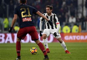 Video / Crotone-Juventus (1-1): highlights e gol. Simy come CR7: rovesciata indigesta ai bianconeri (Serie A)