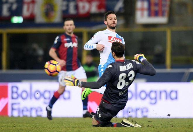 Serie A: Napoli show al Dall'Ara, Inter e Juve agganciate