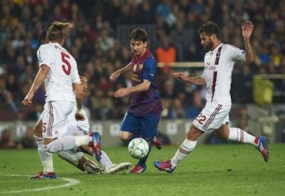L'anno scorso finì 3-1 per il Barcellona: oggi basterebbe (Infophoto)