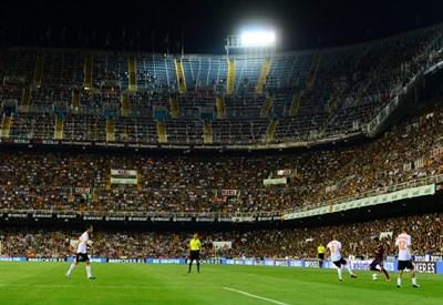 Lo stadio Mestalla di Valencia, teatro della finale di Coppa del Re (Infophoto)