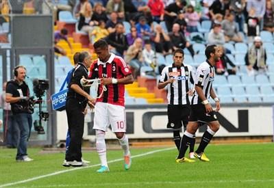Un'immagine della partita di andata: Udinese-Milan 2-1 (Infophoto)
