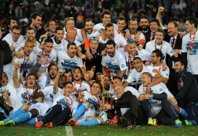 Il Napoli festeggia la vittoria della Coppa Italia 2013-2014 (Infophoto)