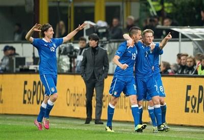 Ignazio Abate festeggia il gol alla Germania (Infophoto)