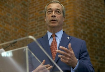 Nigel Farage annuncia le dimissioni da Ukip (Foto: LaPresse)