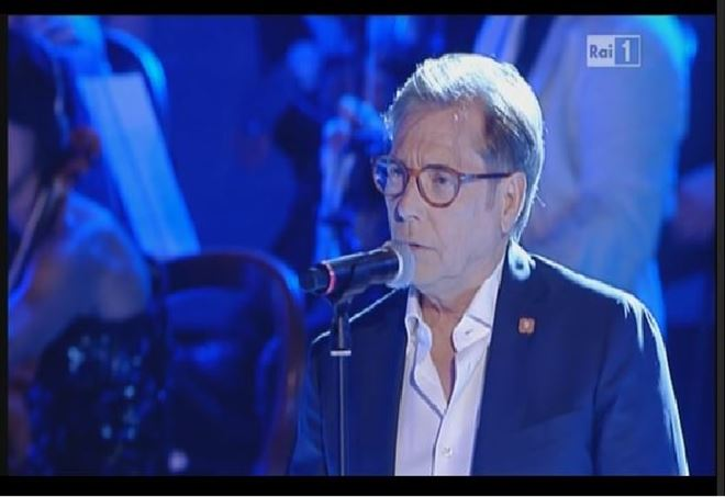 Napoli ai preliminari Champions, strappo sul concerto di Nino D'Angelo