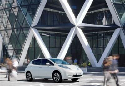Nissan Leaf e la stazione del futuro