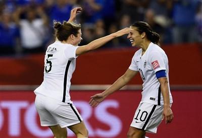 Kelley O'Hara, 26 anni, e Carli Lloyd, 32 (da facebook.com/fifawomensworldcup)