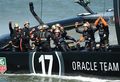 Oracle festeggia: ha vinto l'America's Cup 2013 (Infophoto)