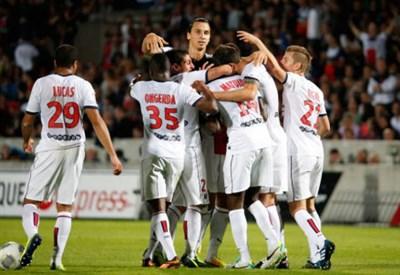 Il PSG festeggia un gol (Infophoto)
