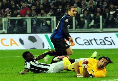 Il gol dell'andata di Rodrigo Palacio (Infophoto)