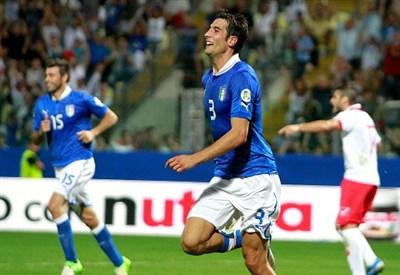 Federico Peluso esulta per il gol realizzato contro Malta (Infophoto)